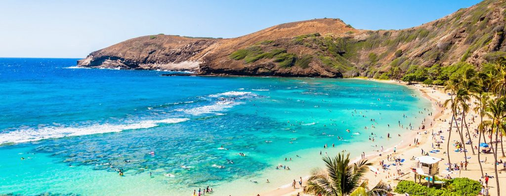 popular snorkeling spot on oahu: hanauma bay